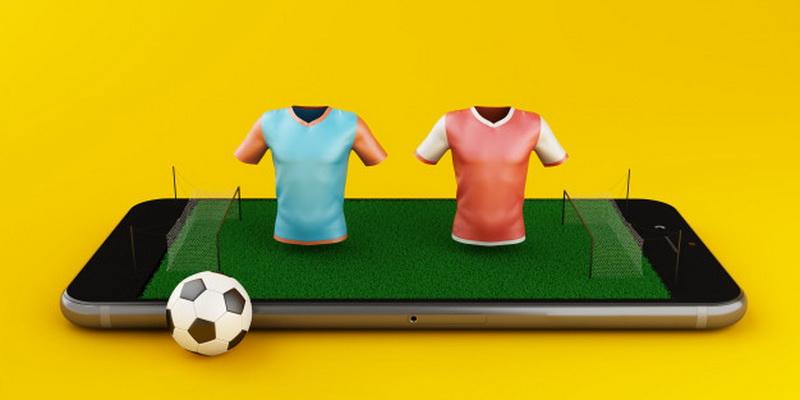 Dvi komandos, futbolo aikštė telefone ir kamuolys - statymai gyvai