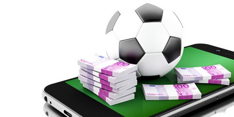 Futbolo kamuolys, mobilusis telefonas bei pinigai