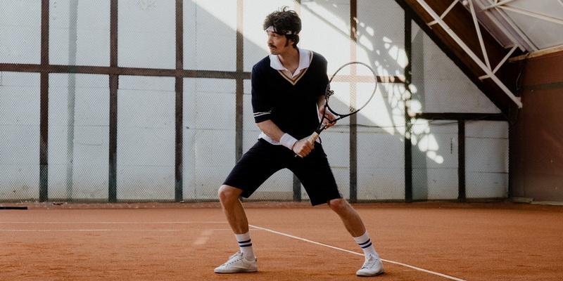 Vaikinas su rakete - tenisas online tiesiogiai internetu